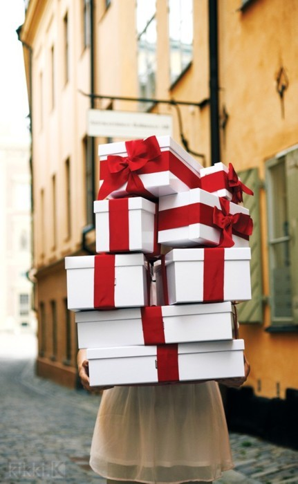 red bow boxes
