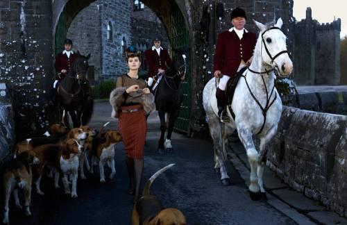 TCX-01-bottega-veneta-sweater-skirt-horses-dogs-0313-mv